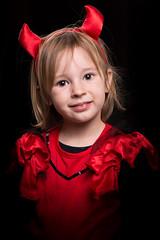 Happy halloween (mad_airbrush) Tags: 5d 5dmarkiii 85mm f18 halloween costum cosplay devil red kid child daughter tochter studio strobe strobist flash blitz speedlite yongnuo yn622c jinbei porty softbox