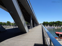 Levels of a modern bridge (eutouring) Tags: paris france travel passerellesimonedebeauvoir bridge riverseine architecture design metal