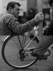 [La Mia Citt][Pedala] (Urca) Tags: milano italia 2016 bicicletta pedalare ciclista ritrattostradale portrait dittico bike bicycle nikondigitale mir biancoenero blackandwhite bn bw 89833
