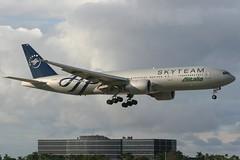 EI-DDH MIA 21-11-2013 (Plane Buddy) Tags: eiddh boeing 777 777200 alitalia skyteam miami kmia