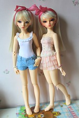 Tea and Bora (Gigiholy) Tags: fairyland liria minifee moe licht oscardolleyes pearlsofdanube rheia smpdoll plumeblanche nomyens kogumachan