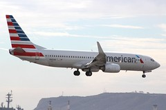 American (So Cal Metro) Tags: airline airliner airplane aircraft plane jet aviation airport san sandiego lindberghfield n983an american americanairlines boeing 737 738 737800