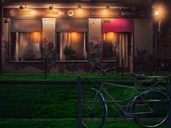 Inner Garden (Quicksil7er) Tags: inner garden bike restaurant street grass night light q7 quicksil7er