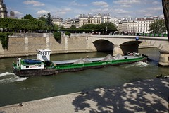 Sand Barge (string_bass_dave) Tags: veolia barge river transportation paris riverseine france canonef24105mmf4lis