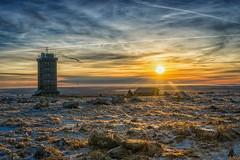 2016 Blocksberg sunrise (jeho75) Tags: sony ilce 7m2 zeiss deutschland germany brocken blocksberg wetterstation sonnenaufgang sunrise winter harz himmel sky schleierwolken