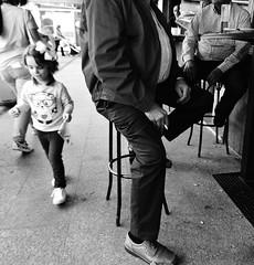 """Niña en """"Su Mundo"""" y adultos en el propio ([María JPM]) Tags: blackandwhite blancoynegro street streetphoto streets bares niña child"""
