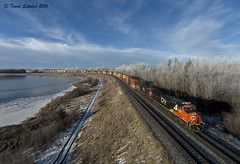 Early Morning Hoar (Trevor Sokolan) Tags: carvel alberta canada ca minklake canadian cn cnr canadiannational q198 intermodal intermodel stack freight et44ac ge generalelectric diesel locomotive curve drone dji djiphantom ab edsonsub trains train trainspotting tracks railway railroad railfan rail railfanning hoar frost winter