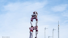 2235  Casi, casi en el cielo (Ricard Gabarrs) Tags: torre torrehumana castellers gente cielo nubes ricardgabarrus olympus ricgaba catalunya