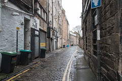 Queensferry Street Lane (m.o.n.o.c.h.r.o.m.e.) Tags: edinbackstreets scotland edinburgh newtown wheeliebin yellowline cobbles wall backstreet bins queensferrystreetlane