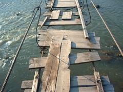 Bizonytalan hídszerkezet (ossian71) Tags: ukrajna ukraine kárpátalja kárpátok carpathians híd bridge vízpart water folyó river
